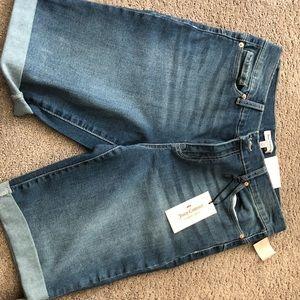 Woman's Bermuda shorts